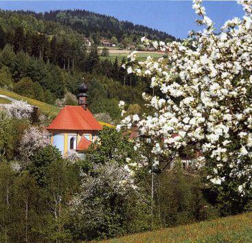 Kirche Pürgl im Frühling