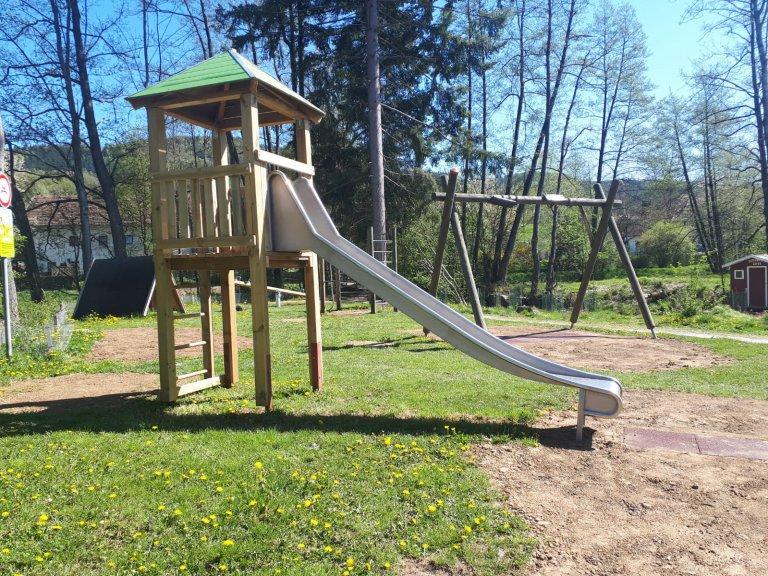 Waldspielplatz - neuer Spielturm 2020